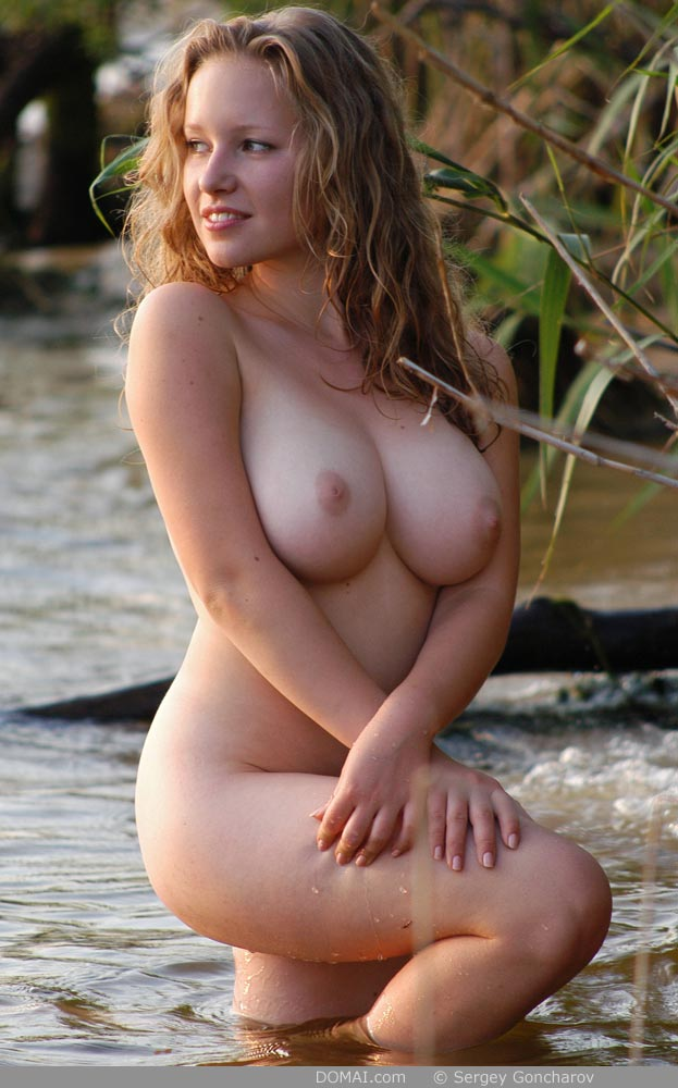 Wet Nude Women 10